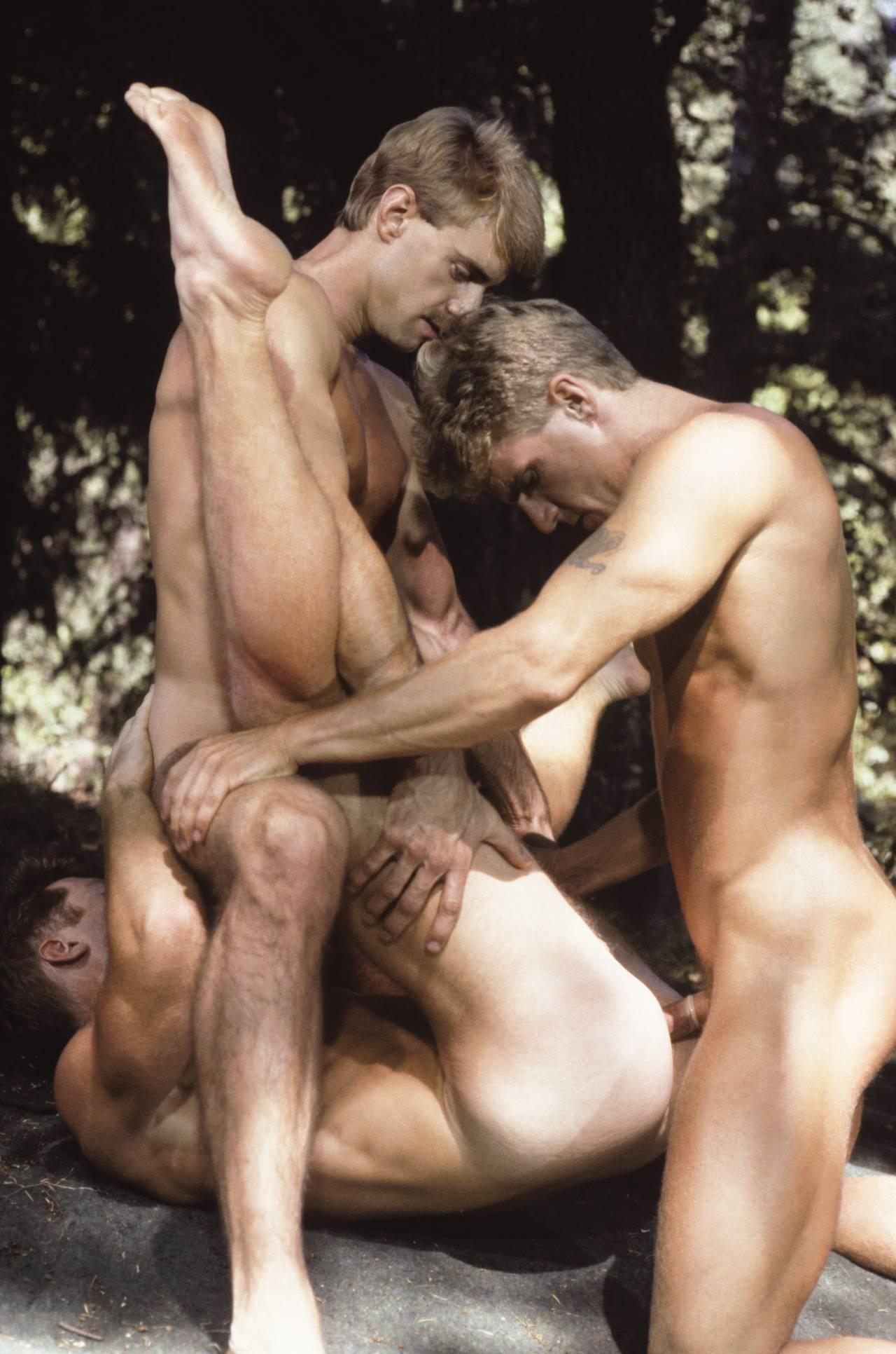 Парочку Скиньте фильмы с откровенным гей сексом сообщение Билл