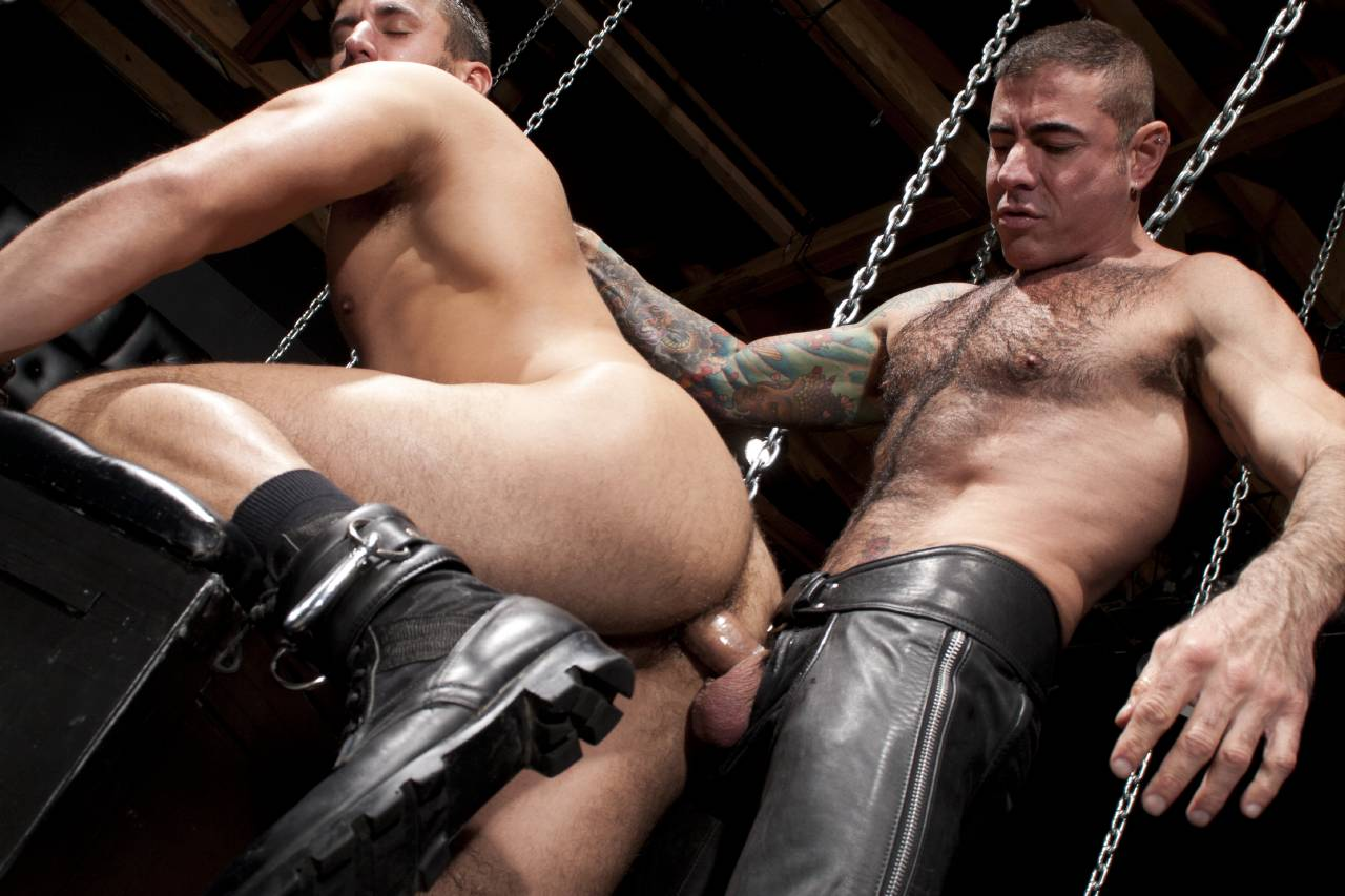 Leather gay sex clip — pic 4
