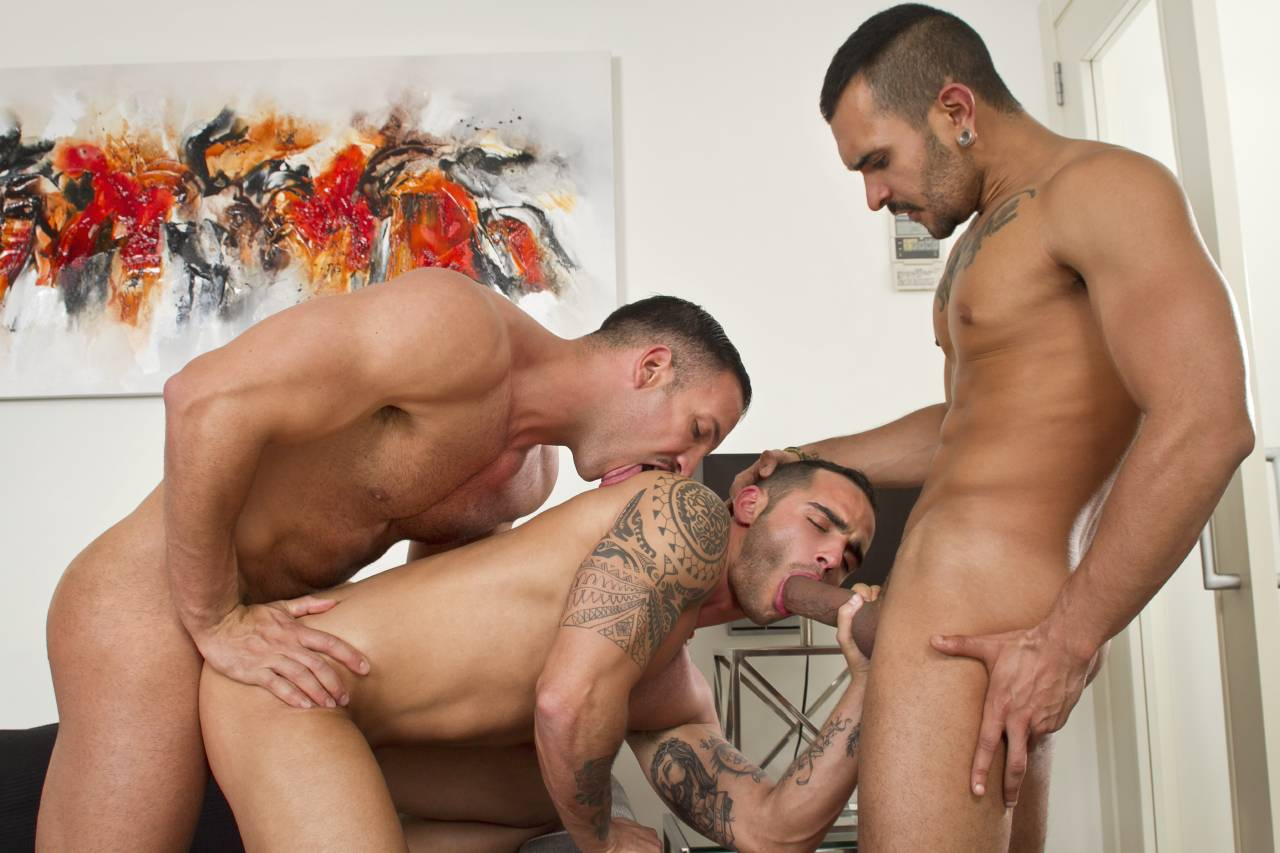 guys-gay-threesome-sex-threesome-clips