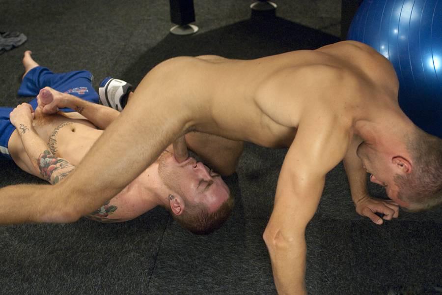 гей порно мускулистых спортсменов