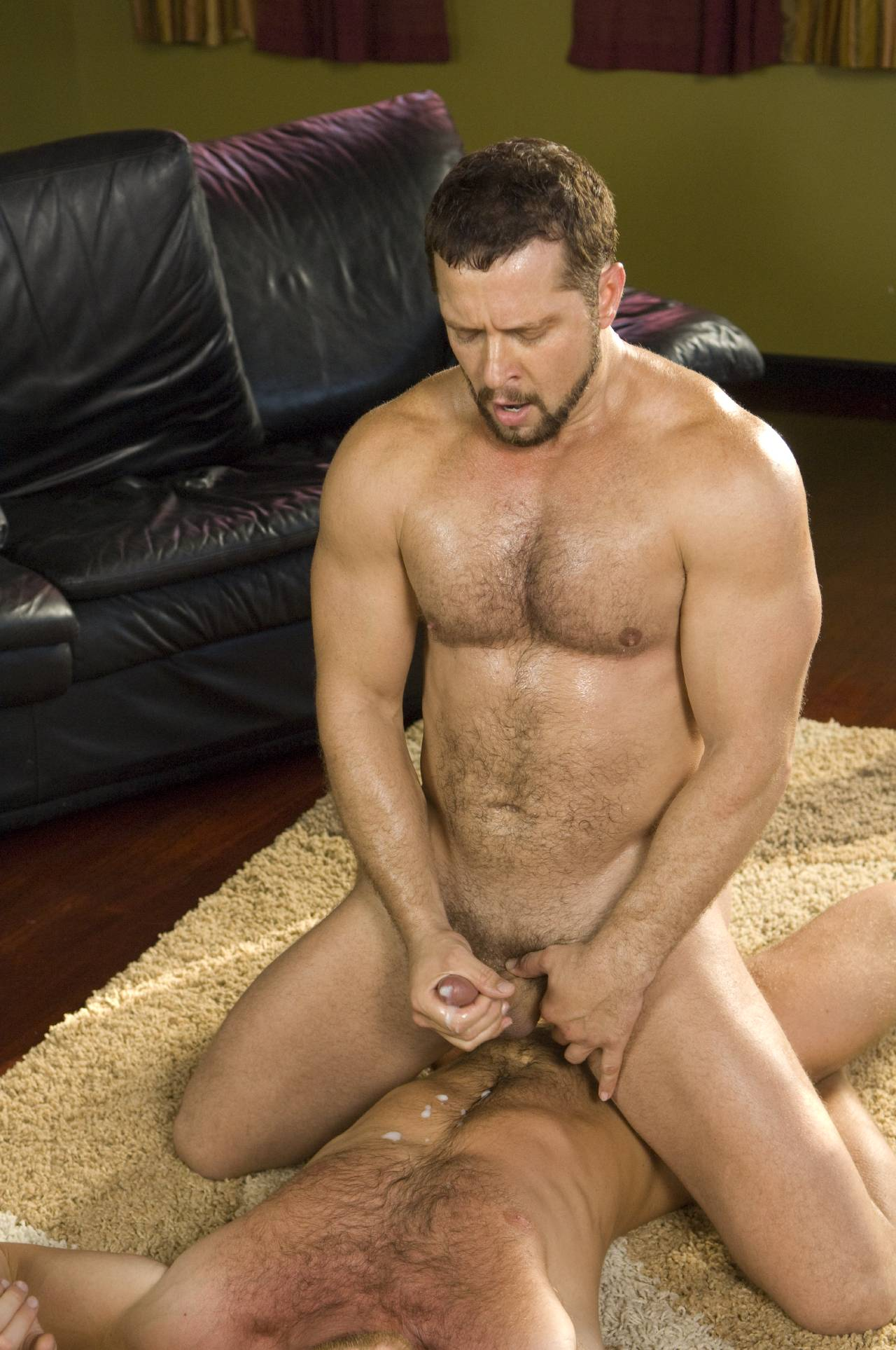 Muscle pigs tyler riggz and vinnie d'angelo fucking
