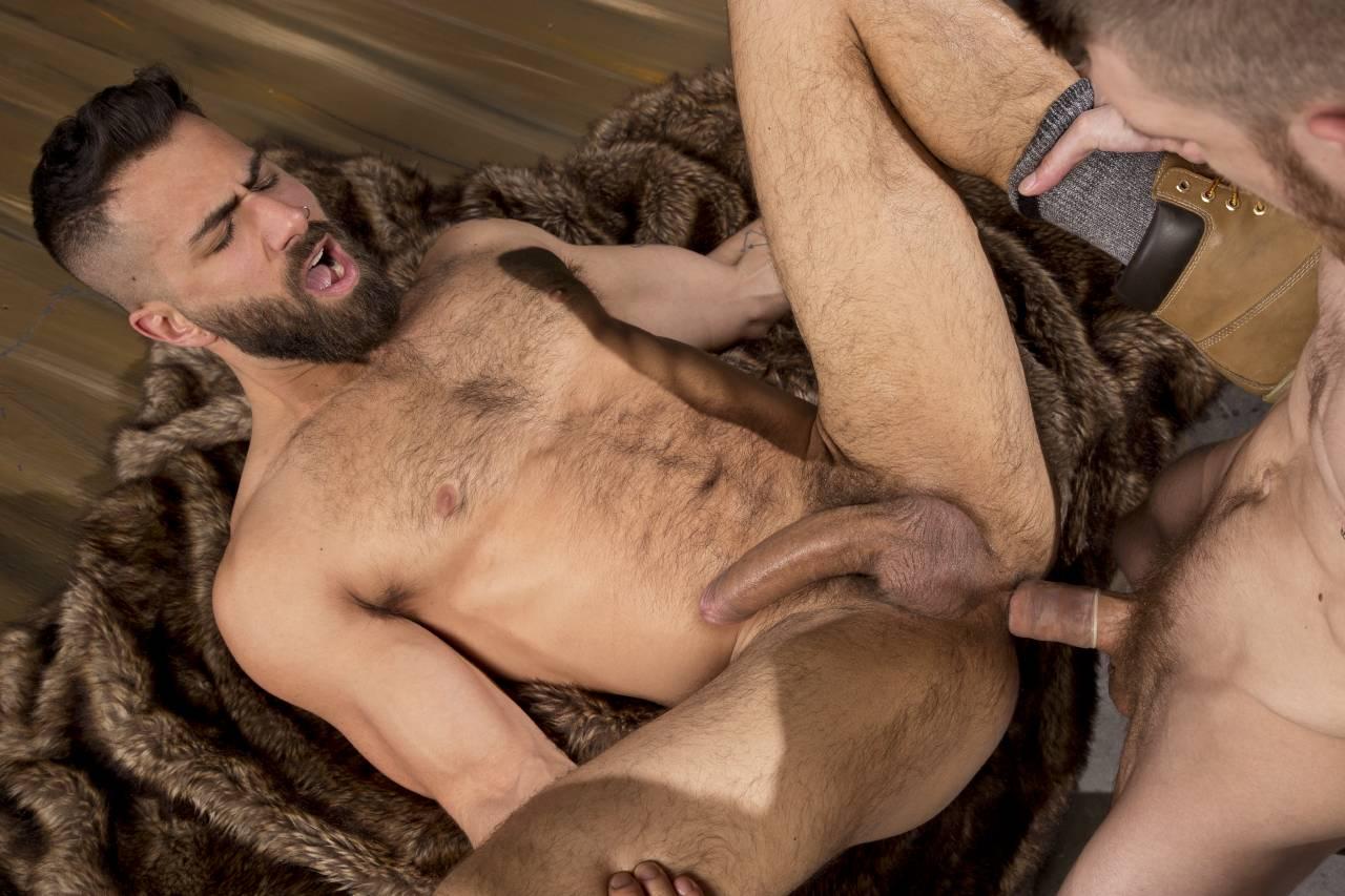 Суют смотреть порно бородатый и наглый домашнее свингеров двойное