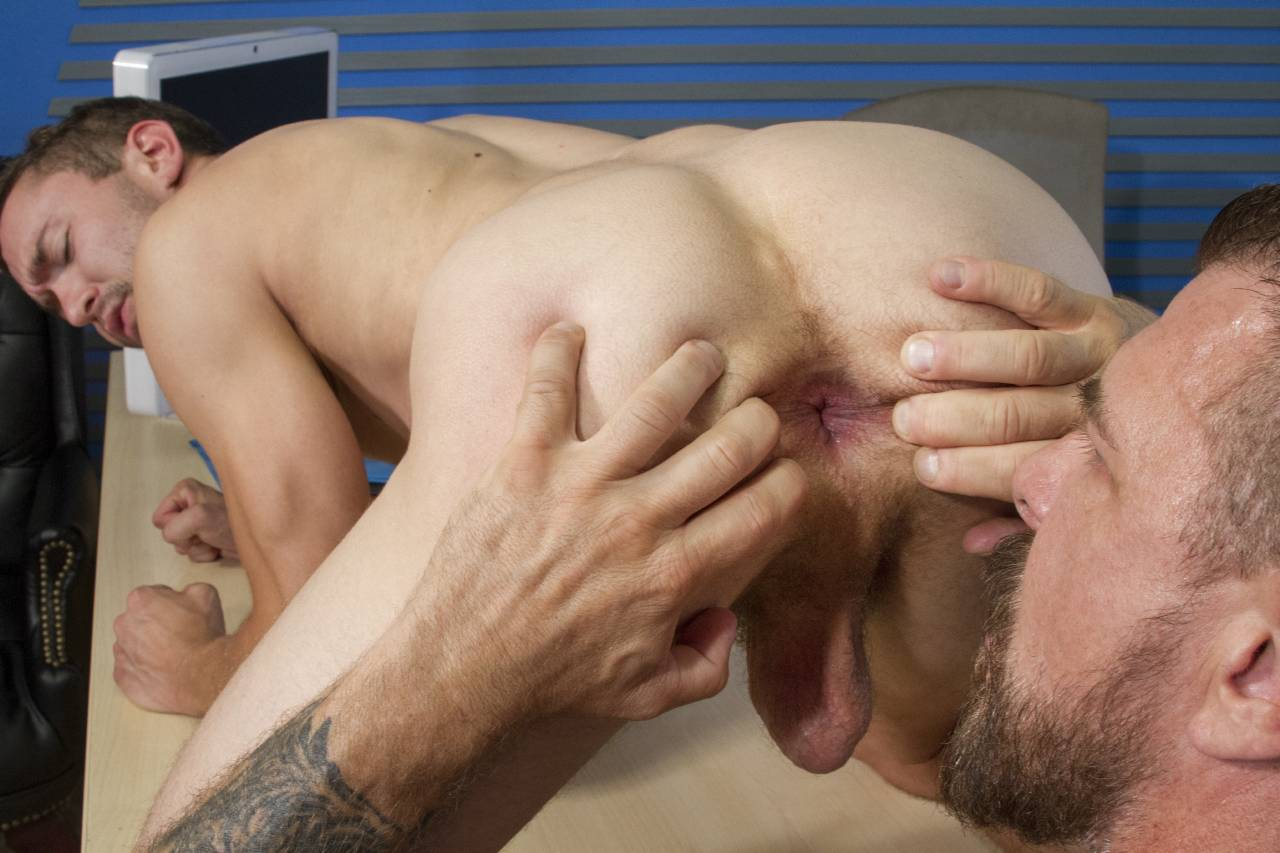 sex-old-man-licks-twinks-asshole-hole-location